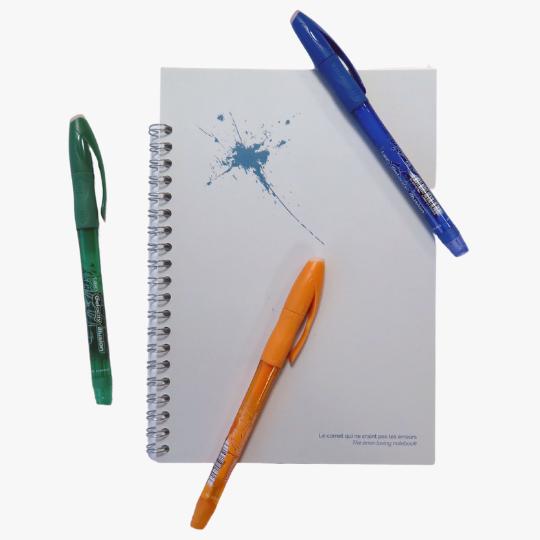 3 stylos avec un carnet perpétuel