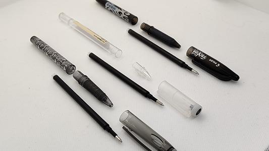 3 stylos effaçables de marques différentes avec les mêmes cartouches